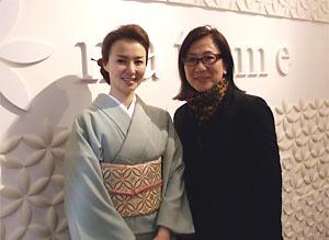 『natume茶屋町』前にて、女将さんと私