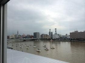 信濃川に浮かぶヨット